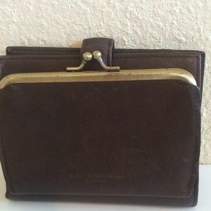 Vintage Buxton leather kisslock wallet brown